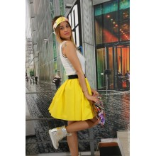 Dress with yellow skirt and white top with black lines on the contour cleavage