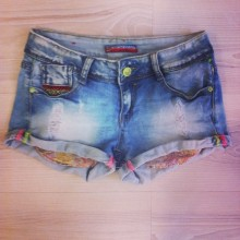 short con taschini colorati