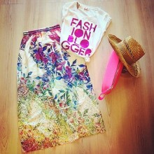 Skirt with floral patterns