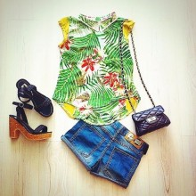 Shirt with colored print of palm trees