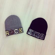 berretti con scritta