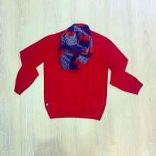 maglioncino rosso con scollo